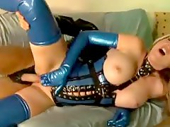 Kinky latex hardcore fuck with a sexy pornstar