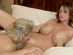 Milfs take turns eating pussy
