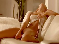 croatian girl Carmen toying sweet snatch