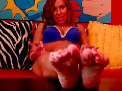 Select sluts showing feet