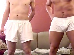 Bodybuilder guy fucks by his skinny boyfriends cock !