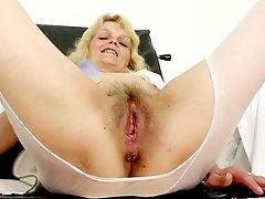 mature blonde nurse masturbating at the work Isabela